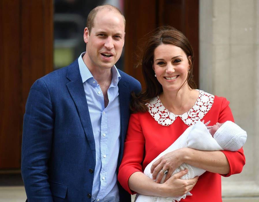 Diffuse dalla casa reale inglese le prime foto del principe Louis