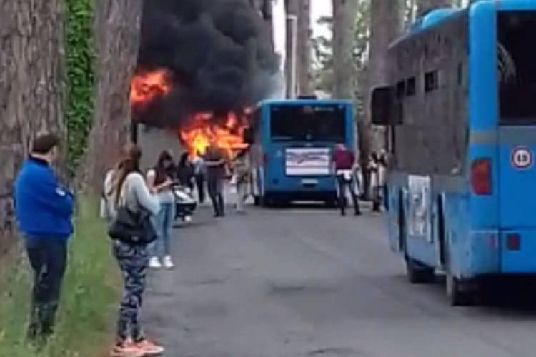 autobus fiamme roma