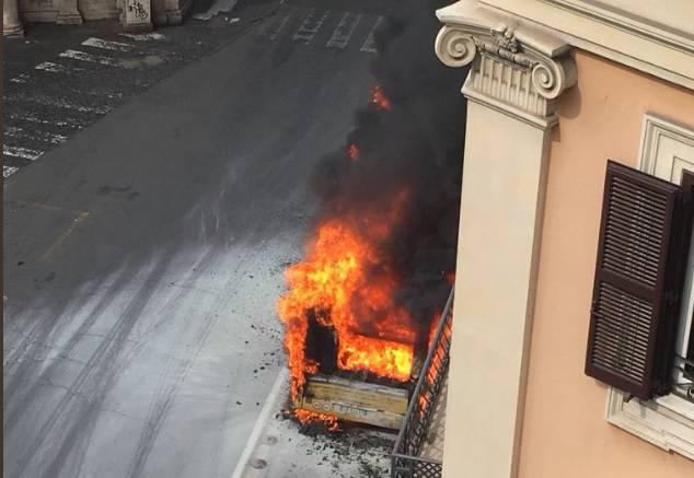 autobus esploso Roma