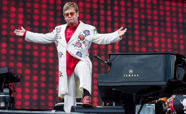 Elton John sta male: problemi alla voce per il cantautore