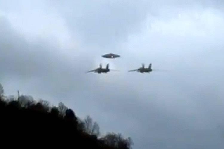ufo due caccia