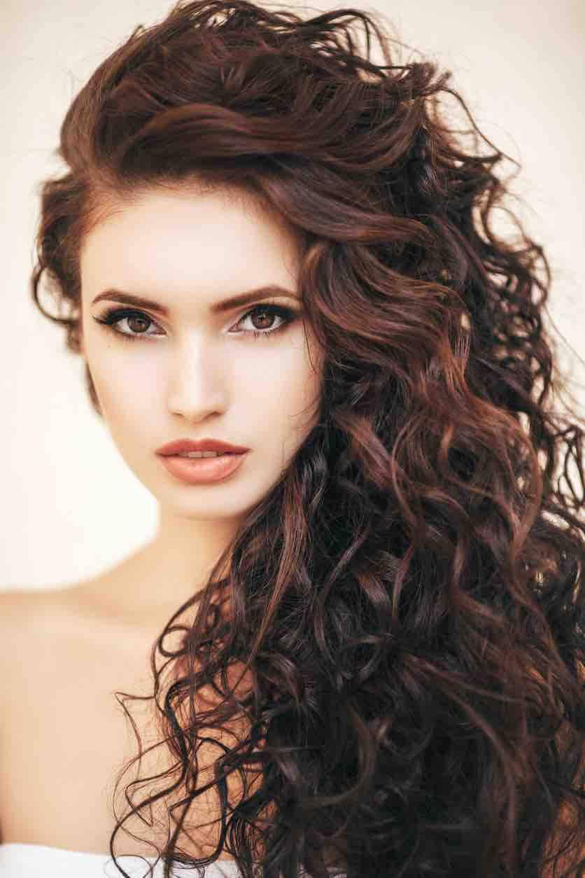 Foto tagli di capelli ricci lunghi