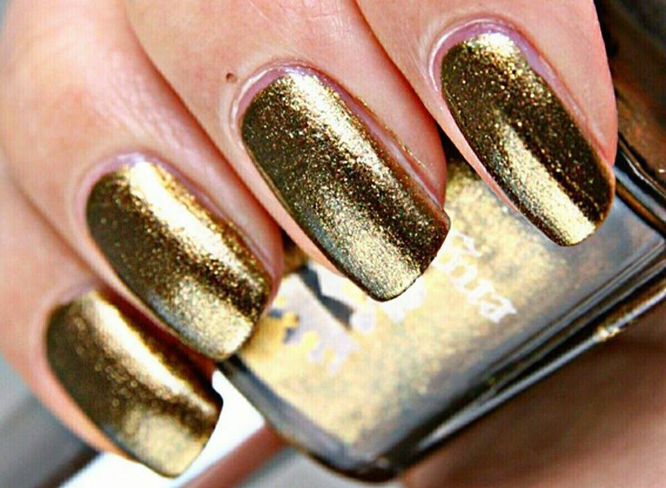 Gold nail art, la tendenza 'must have' dell'estate