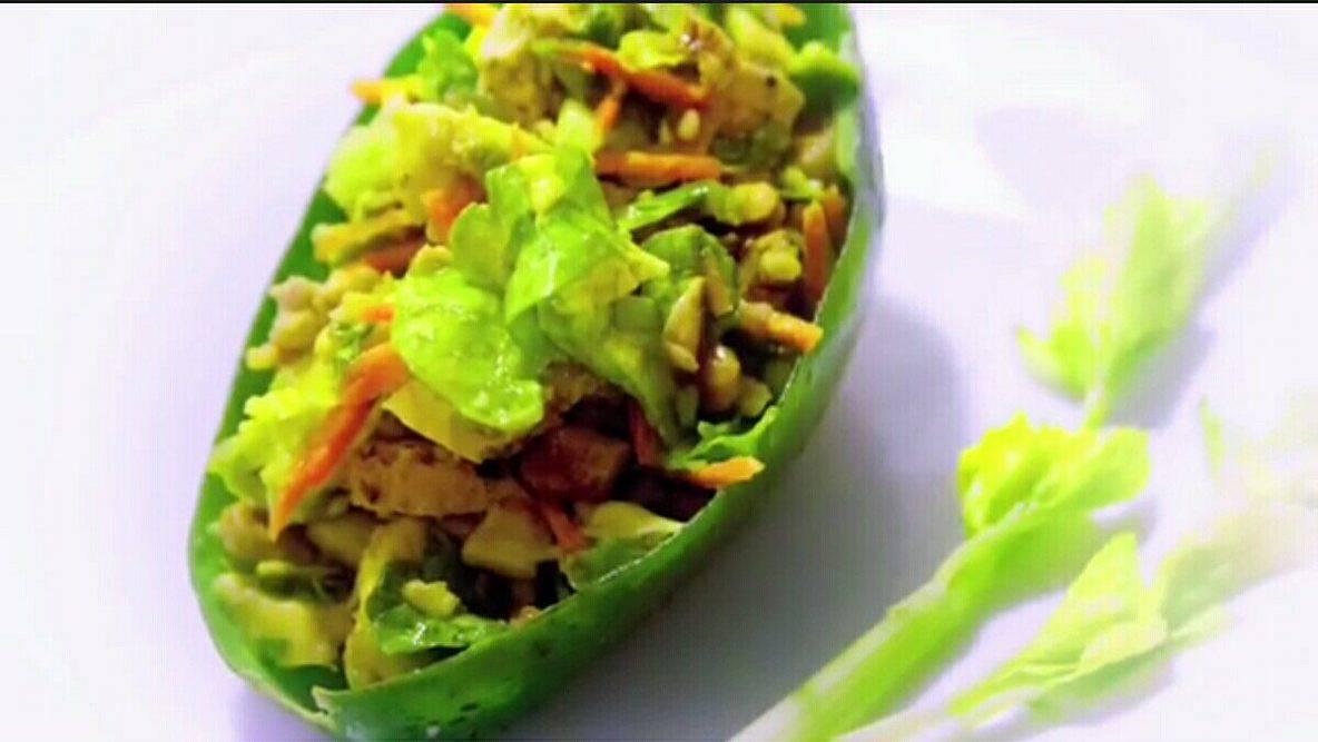 Come preparare un'insalata proteica vegana