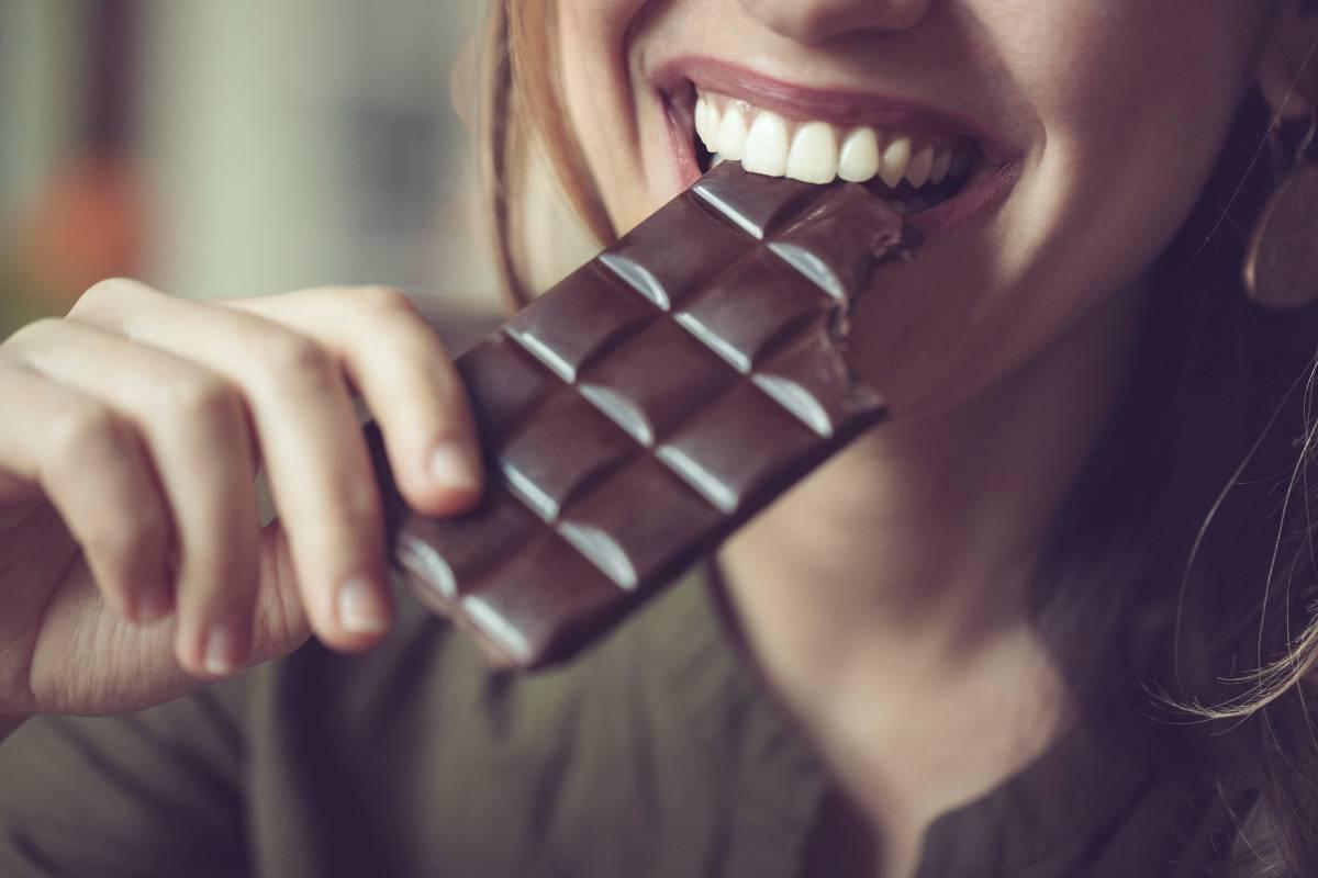 Cioccolato: 10 e più motivi per cui mangiarlo fa bene