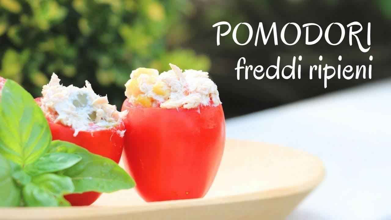 Antipasto estivo: pomodori freddi ripieni con tonno
