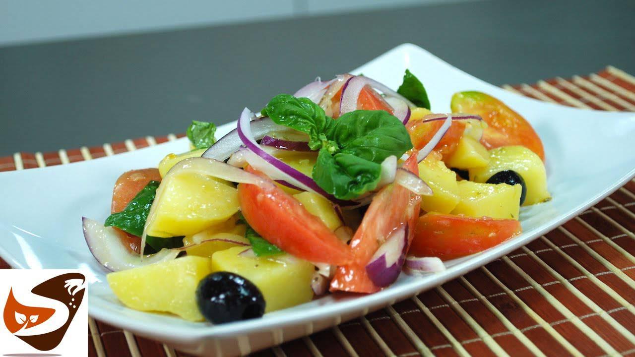 Come preparare l'insalata di patate, pomodori e cipolla di tropea