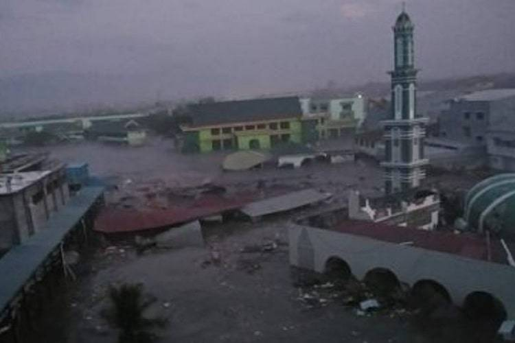 Terremoto e Tsunami in Indonesia, oltre 800 morti: