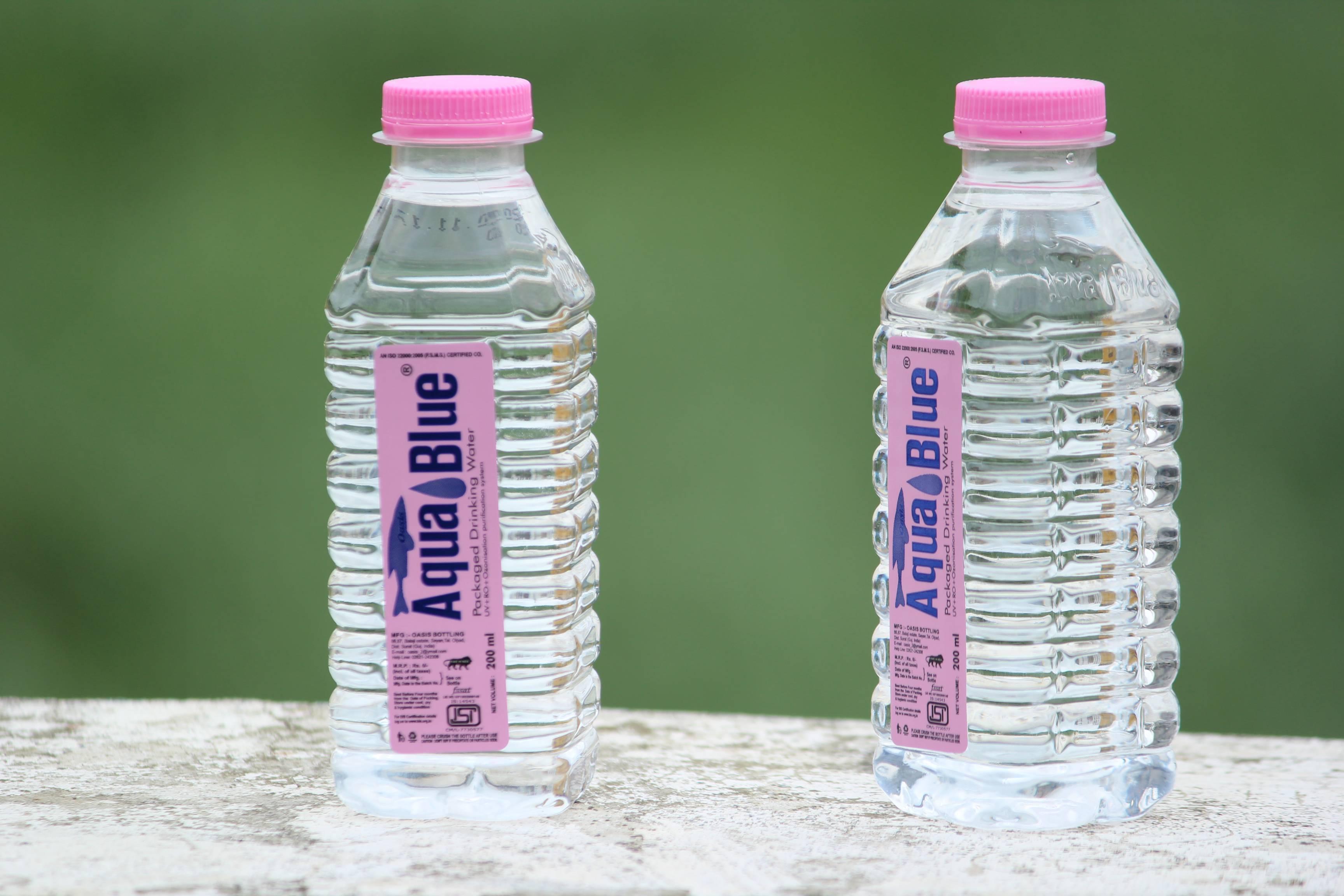 furti bottiglina d'acqua