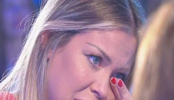 Costanza Caracciolo in lacrime per l'aborto: