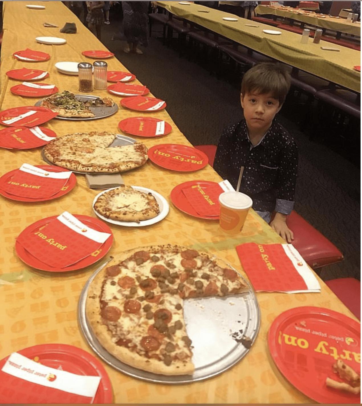 Invita 32 compagni alla festa di compleanno ma nessuno si presenta