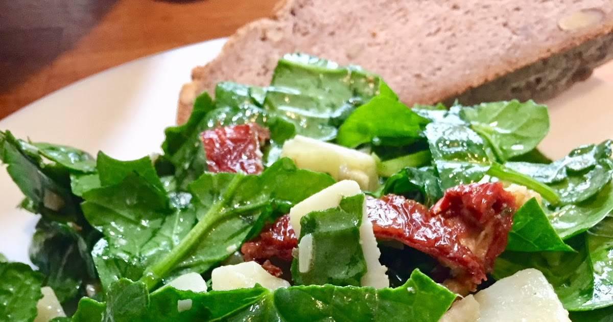 Video ricetta: insalata rinforzata di spinaci