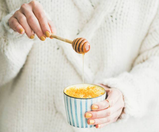 latte caldo con miele
