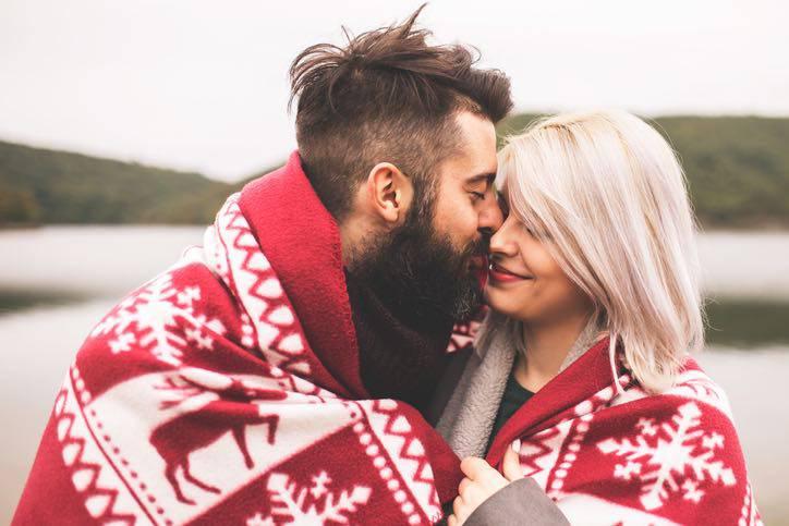 abbraccio coppia