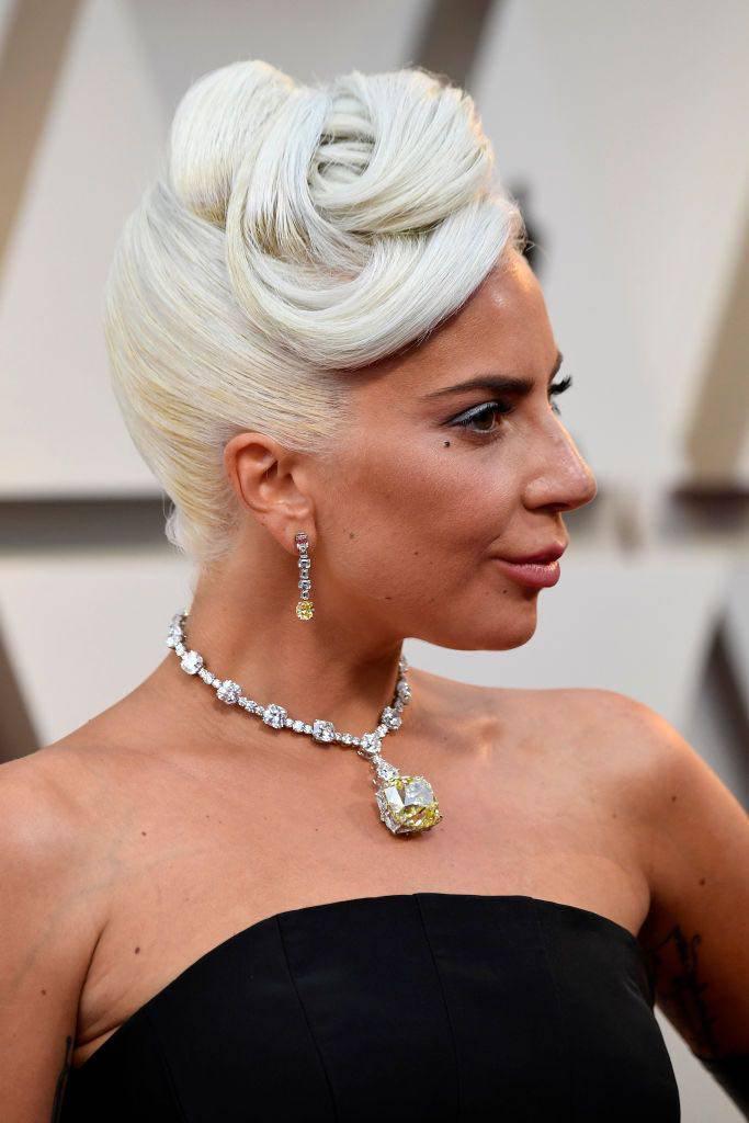 lady gaga Oscar collana