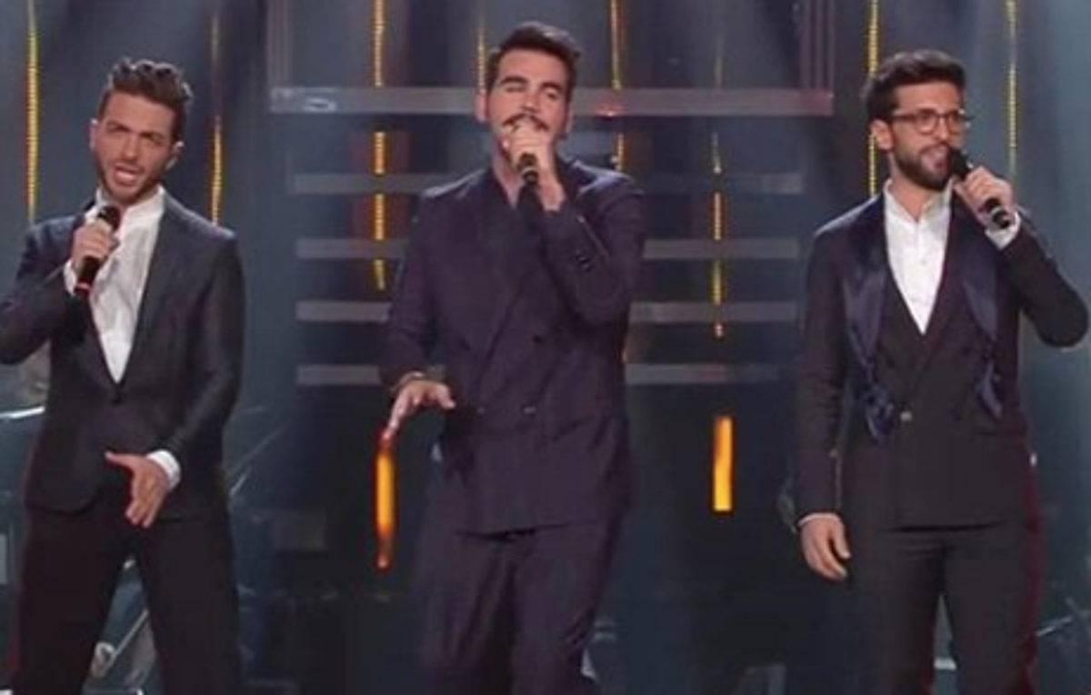 Facchinetti Sanremo 2019, video choc: i giornalisti gridano