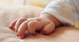 Genitori devastati si suicidano pochi minuti dopo la morte del figlio