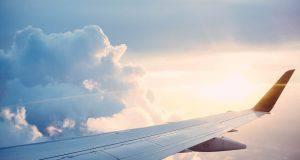 Biglietto aereo rincarato per gli obesi, scoppia la polemica