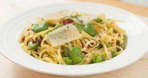 spaghetti con fave e pecorino, la ricetta