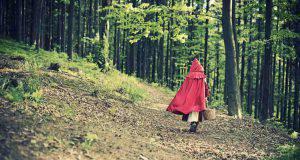 Cappuccetto rosso bandita dalle scuole come favola sessista