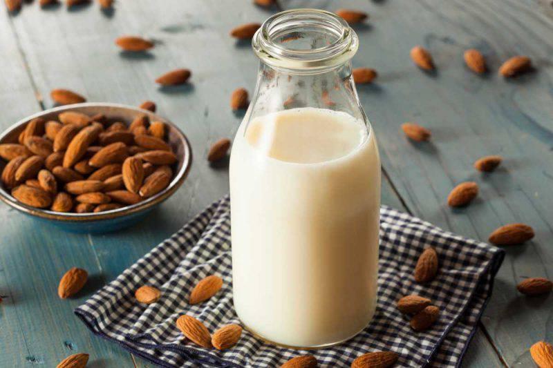ricetta latte di mandorle dolci