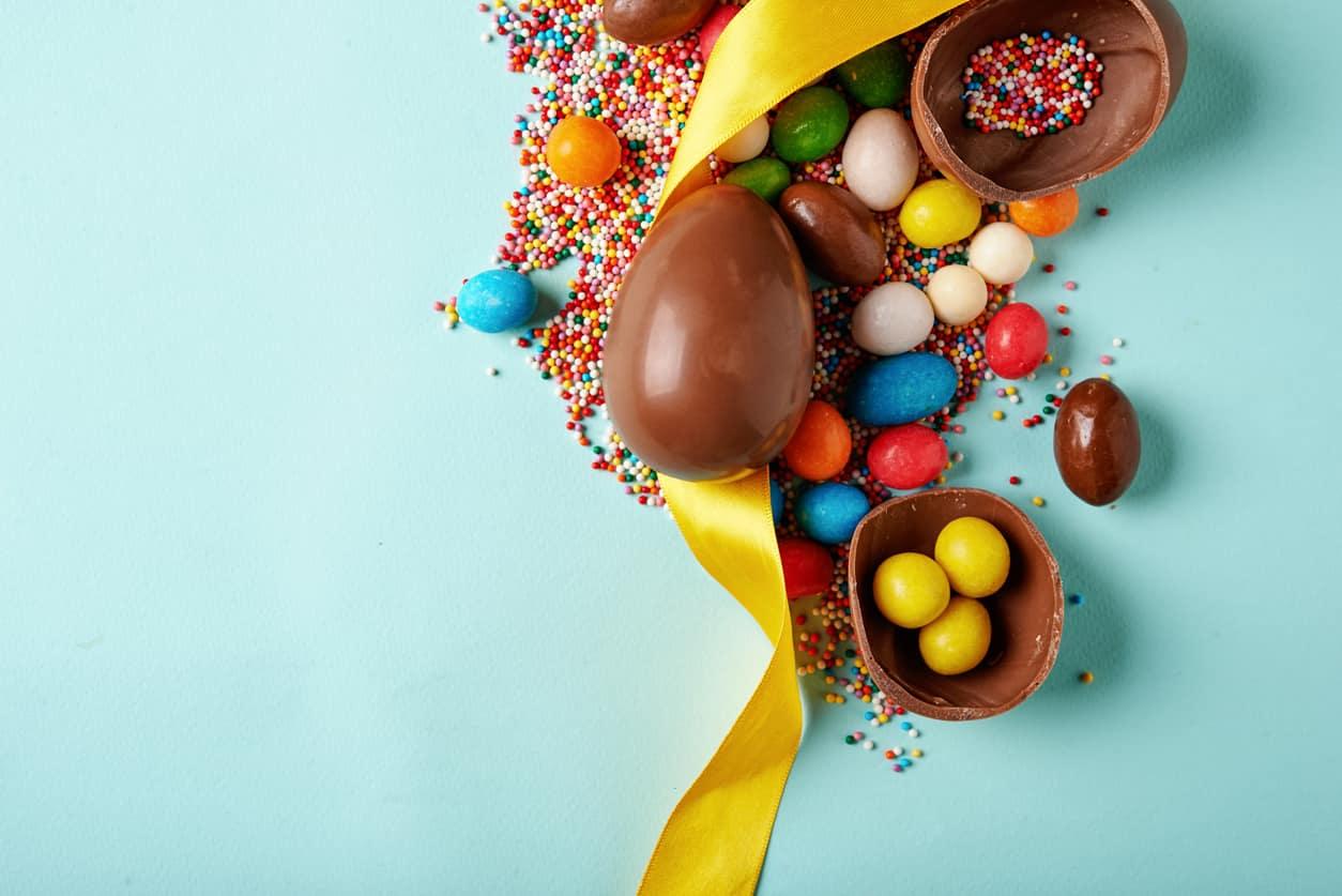 Dolci con il cioccolato delle uova di Pasqua-VIDEO-