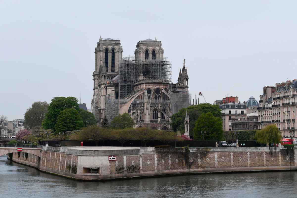 Notre Dame De Paris sotira miti e leggende