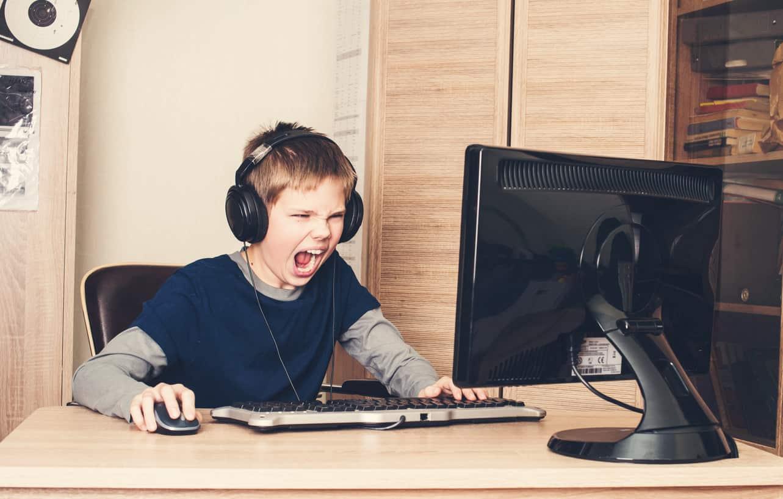 i videogiochi spingono i bambini all'utilizzo di armi da fuoco