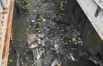 Spavento a New York: elicottero si schianta a Manhattan