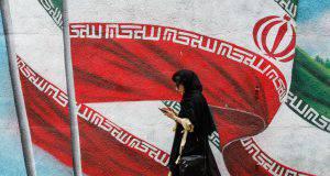 Donne in protesta senza veli in Iran