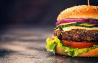 Come cucinare un hamburger in modo perfetto: la ricetta