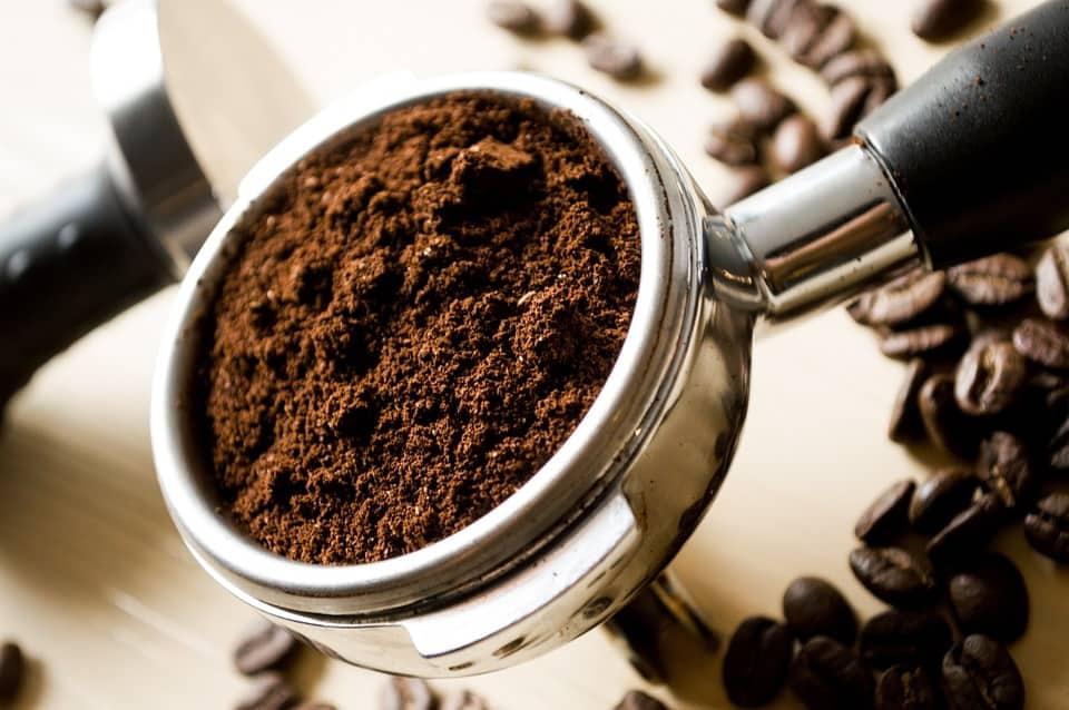 Usi alternativi: 12 idee geniali per riciclare i fondi di caffè