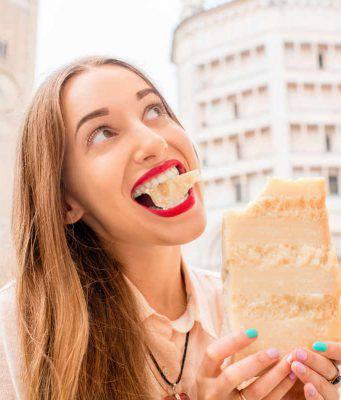 donna con formaggio