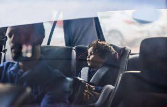 Arriva l'app per non dimenticare i bambini in auto