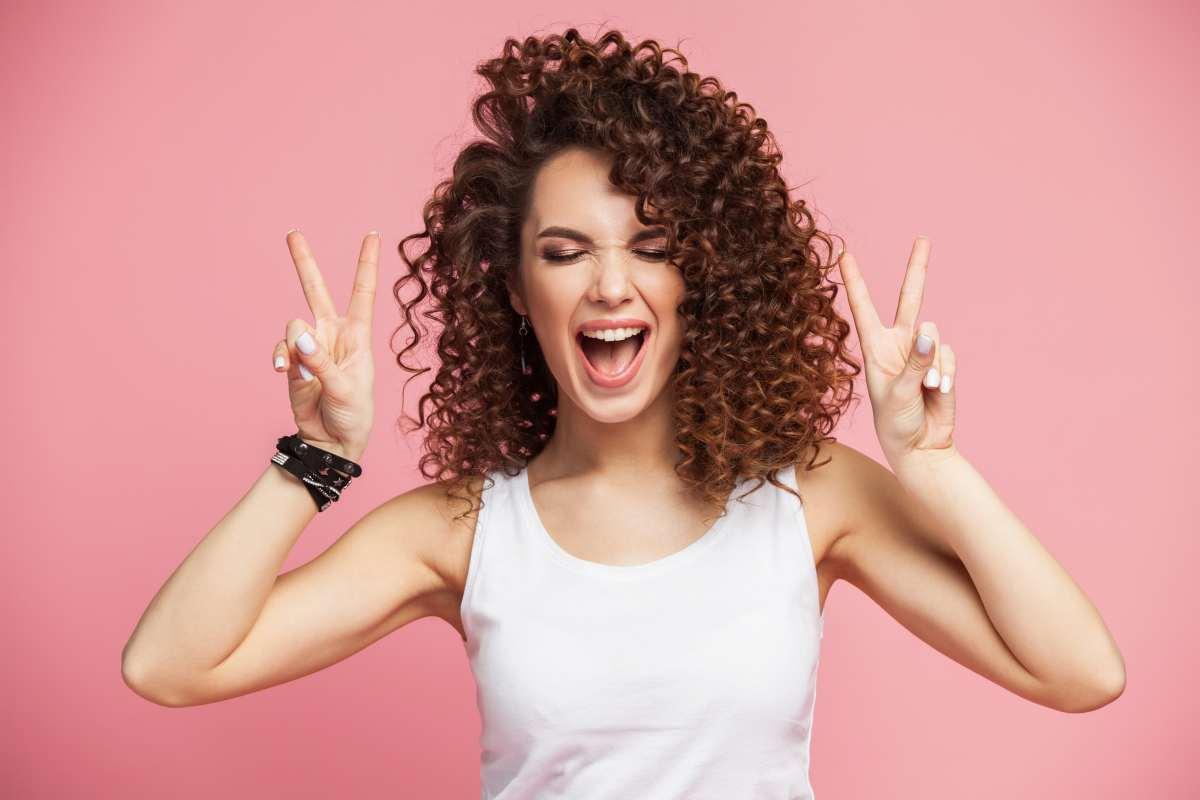 Come asciugare i capelli ricci: consigli ed errori da evitare