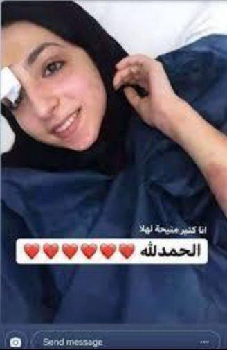 Israa sorridendo alla vita dal letto d'ospedale