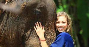 Studentessa di 23 anni sopravvive miracolosamente ad una posizione yoga