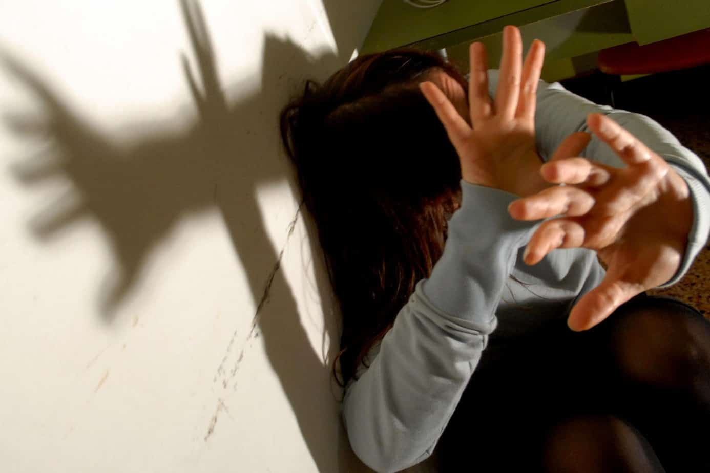 Padre violenta la figlia in Bolivia