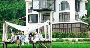 sette amiche comprano una villa