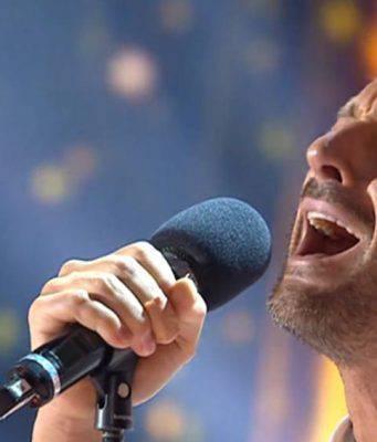 Filippo Bisciglia canta ad Amici Celebrities