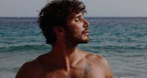 Stefano De Martino al mare