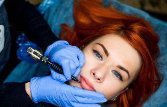 Lip Blushing: il tatuaggio per le labbra effetto filler