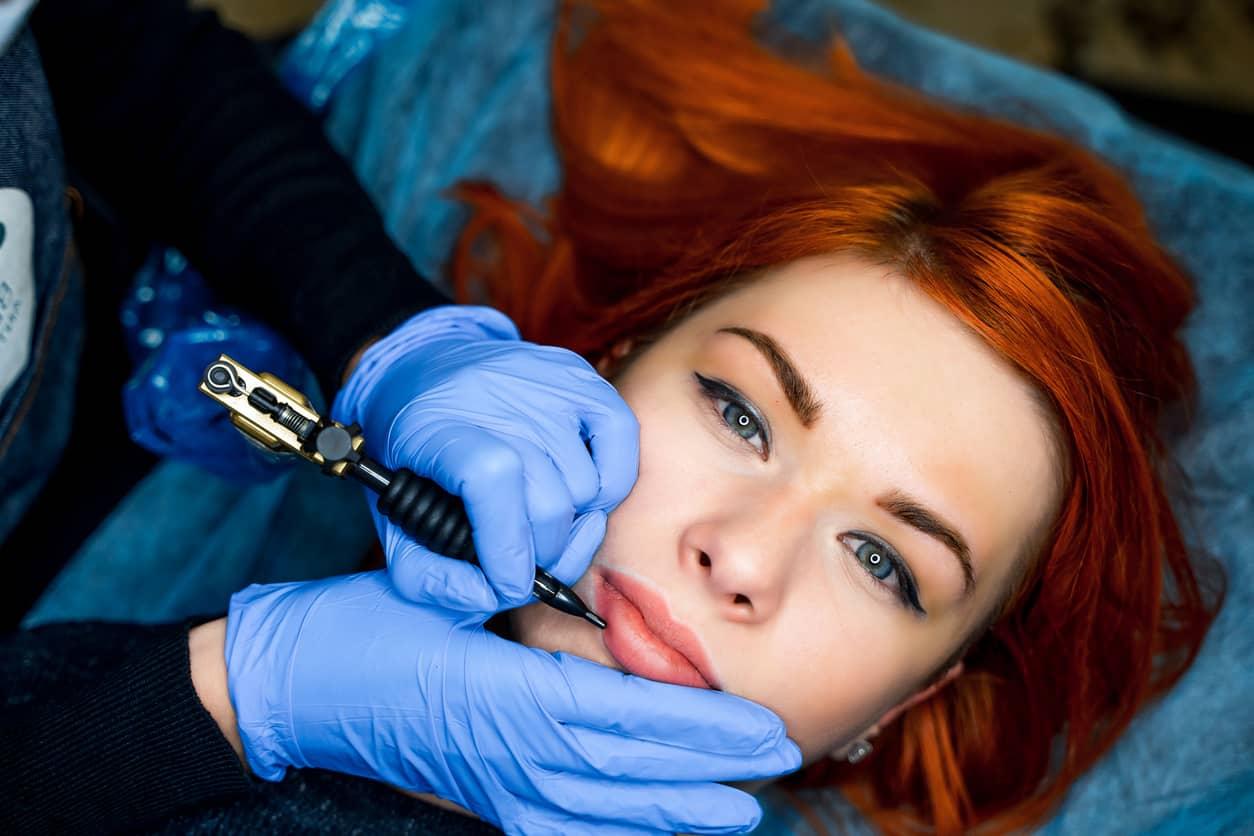 Lip Blushing, la nuova frontiera del trucco semipermanente