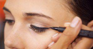 Eyeliner opaco, la nuova tendenza makeup