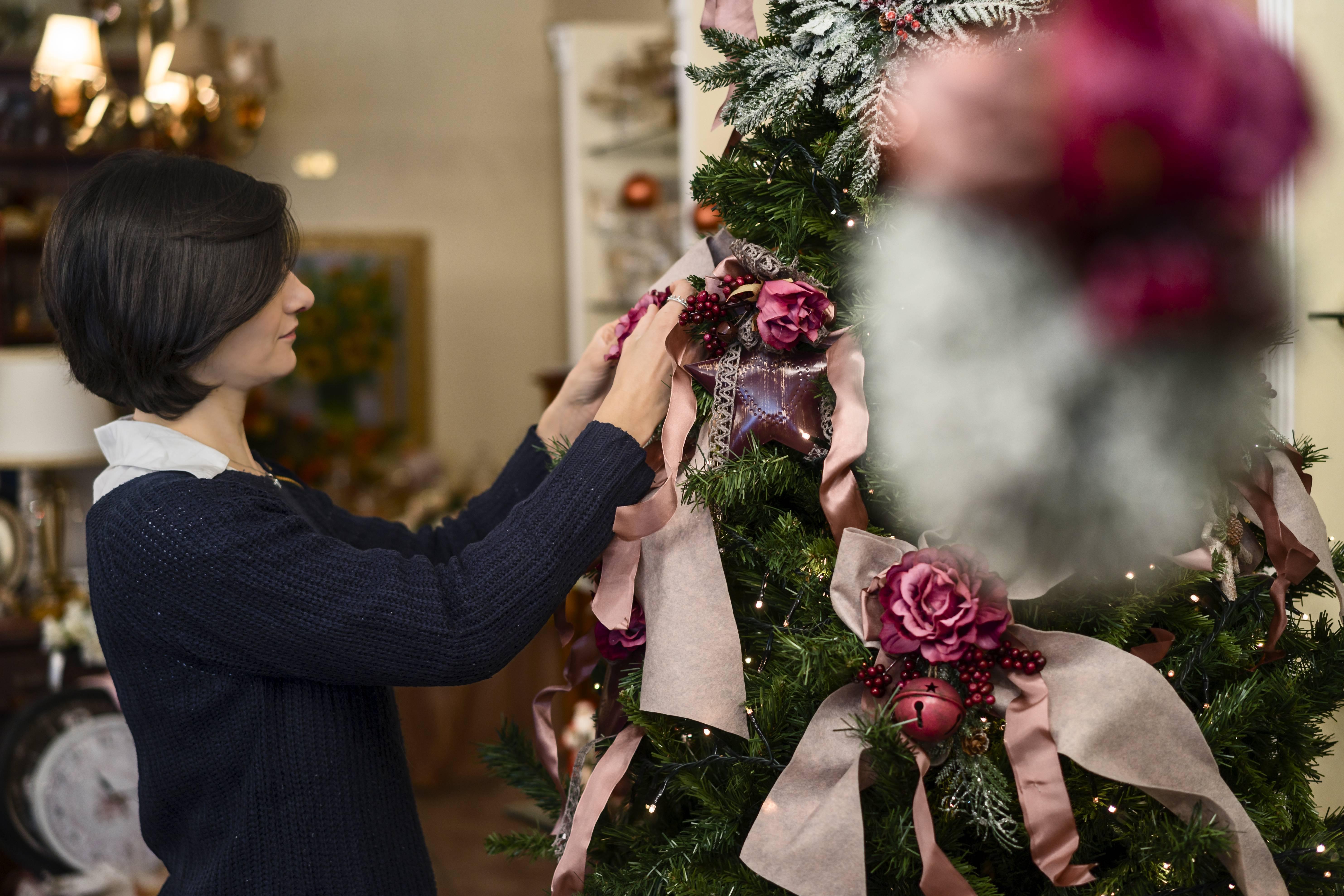 Preparare gli addobbi natalizi in anticipo rende più felici