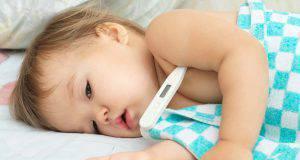 Bambini e febbre: consigli e suggerimenti per abbassare la temperatura
