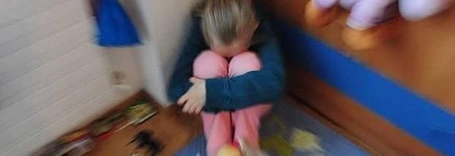 padre violenta la figlia