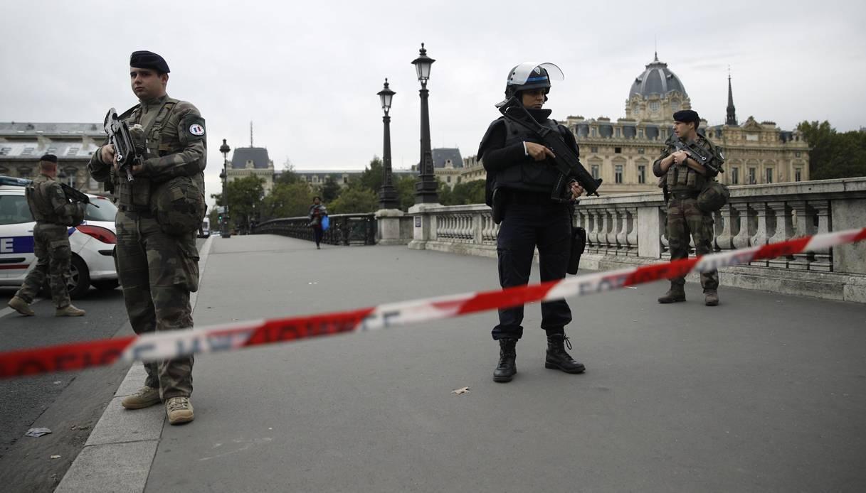 Nuovo allarme terrorismo a Parigi: 4 accoltellati