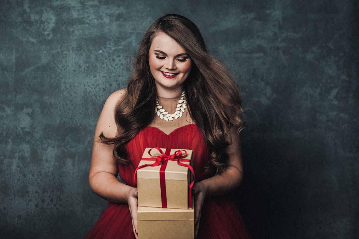 Ragazza curvy a Natale