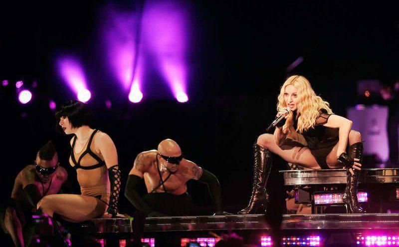 Madonna durante il live di Hung Up